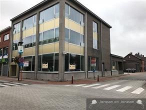 Kantoor gelijkvloers ca 425 m2Volledig gerenoveerd pand in 2016. Inclusief garage en 5 parkeerplaatsen.Gelegen in de winkelstraat van Zwijndrecht.Best