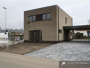 Half-open nieuwbouw woning met 3 slaapkamers vlakbij het centrum van Lommel. De woning is rustig gelegen in een nieuwe verkaveling met openbaar vervoe