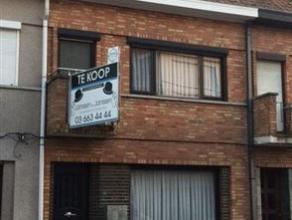 Te renoveren charmante woning in centrum Hamme - klein beschrijf mogelijk!Deze charmante gesloten bebouwing heeft een perfecte ligging: vlakbij alle h