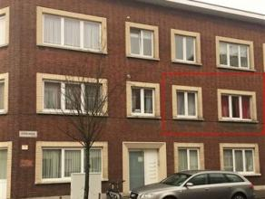 Instapklaar appartement met 1slaapkamer op de 1ste verdieping. Beschikbaar vanaf 1 mei 2017Indeling: inkomhal op stenen vloer met ingebouwde kast. Apa
