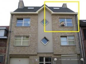 Mooi duplexappartement (2001) op de 2de verdieping Woonkamer (30m²) op tegelvloer met deur naar zuid geörienteerdbalkon Ingerichtekeuken (me