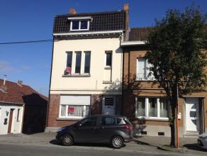 ''Rue Emile Vandervelde 195. Maison comp. hall, gd living, cuis. éq., SDB, 2 ch + 1 petit bureau, grand grenier aménageable, 2 caves. Ja
