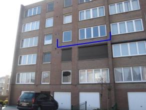 Compleet gerenoveerd appartement van 96m² is gelegen op de 3° verdieping en heeft o.a. 2 slaapkamers (waarvan 1 met een terras) en een bergin