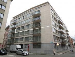 Lichtrijk en ruim (115m²)  hoekappartement met o.a. twee slaapkamers, bureel (kan ev. dienen als derde slaapkamer), zuid-gericht terras en mooi u