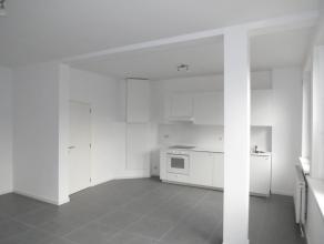 In dit appartementsgebouw hebben wij (naast een dakflat met 1 slaapkamer) nog 1 lichtrijk twee-slaapkamerappartement te koop, gelegen op de 2° ver