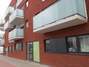 Aangenaam, gelijkvloers (quasi) nieuwbouw-appartement (bj. 2014) met o.a. één slaapkamer, een ruim (!) terras én een ondergrondse