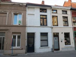 Deze woning beschikt over o.a. 2 slaapkamers, een grote zolderkamer en een tuintje.<br /> Ze is heel goed gelegen: in een aangename, rustige straat, d
