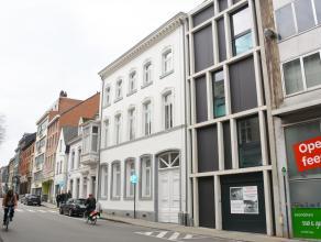 De staanplaatsen zijn gelegen in een splinternieuwe ondergrondse parkeergarage van een nieuwbouw gebouw op de Naamsestraat. Zeer centraal gelegen in h