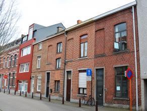 Deze rustig gelegen rijwoning, gelegen in de onmiddellijke nabijheid van centrum Leuven, herbergt maar liefst 4 ruime kamers waarvan 3 met topsleeper.