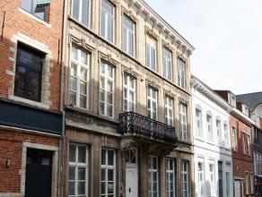Deze prachtige woonst, gelegen in het hartje van Leuven, is ongetwijfeld één van Leuvens mooiste eigendommen en beschikt over een pracht
