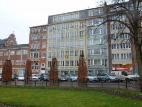 Centrum Stad instapklaar luxe appartement op 5e verd met schitterend uitzicht op Ladeuzeplein. Ruime inkomhal met grote ingebouwde kast, wc, living 36