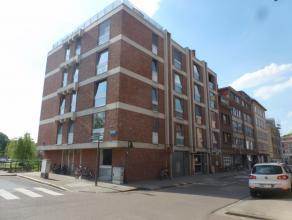 Vlakbij Sint Geertruikerk en centrum, ruime studio op 3e verdieping vooraan met leef + slaapruimte en kitchenette laminaat parket  douchekamer met lav