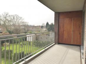 """beschrijvingLicht appartement (108m²) gelegen op 1e v van """"Residentie Claes"""" nabij het centrum van Mortsel. Woonkamer op parket (ca34m²) met"""