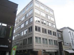 """Recent volledig gerenoveerd, centraal gelegen appartement met 1 slaapkamer op de tweede verdieping van Residentie """"De Coutereel"""". <br /> <br /> Het ap"""