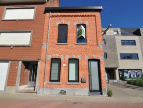 Deze excellent gerenoveerde gezinswoning met terras bevindt zich op 5 minuten fietsen van Leuven station en beschikt over een ruime leefruimte, 3 slaa