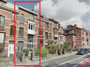 Duplex appartement met 1 slaapkamer, gelegen langs de Leuvense Ring.<br /> <br /> Het appartement is gelegen op de derde verdieping en bestaat uit een
