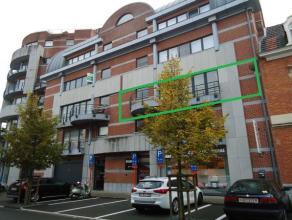 Centraal gelegen instapklaar appartement met twee slaapkamers, bureau (mogelijk 3de slaapkamer) én 2 terrassen!<br /> <br /> U kan via de trap