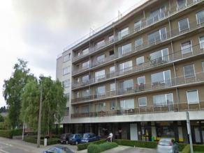 Centraal gelegen appartement met 3 slaapkamers en veel lichtinval in het centrum van Heverlee. <br /> <br /> Het hoekappartement is gelegen op de eers