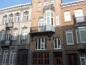 Leuk appartement met twee slaapkamers en een grote bureauruimte/speelkamer gelegen in een mooi karaktervol pand op de Vierde Lansierslaan in het centr