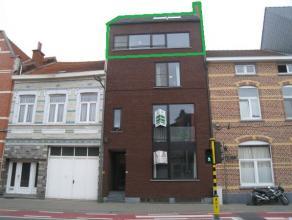 Leuk duplex-appartement met 2 slaapkamers op een centrale, vlot bereikbare ligging.<br /> <br /> Dit modern duplex appartement bestaat uit een inkomha