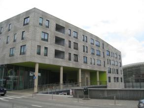 Quasi nieuwbouw appartement gelegen aan het centrum van Leuven, vlak bij het station.<br /> <br /> Het appartement bestaat uit een inkomhal met plaats