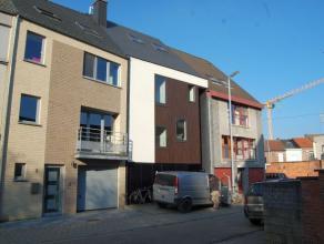 Modern en stijlvol appartement gelegen te Heverlee op de eerste verdieping met groot en zongericht terras. <br /> <br /> Het appartement bevindt zich