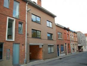 Mooi appartement met 1 slaapkamer in het centrum van Leuven gelegen op de eerste verdieping. <br /> <br /> Bestaande uit inkom, leefruimte met terras,