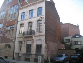 Goed onderhouden opbrengsteigendom, met 8 conforme kamers, op een zéér centrale ligging binnen de ring van Leuven.<br /> <br /> Gelijkvl