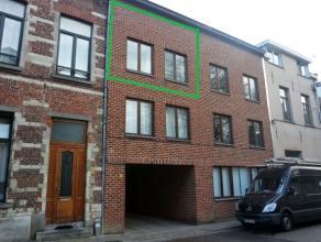 Mooie, lichtrijke en gemeubelde studio in het centrum van Leuven, vlakbij het op- en afrittencomplex E40/E314 en nabij winkels, scholen en openbaar ve