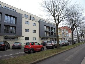 Modern appartement (2007) met twee slaapkamers, overdekt terras en balkon, kelderberging en ondergrondse autostaanplaats gelegen in de standingvolle o