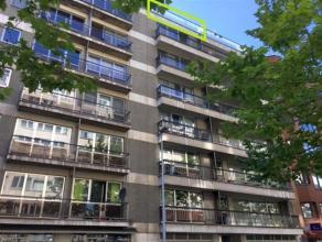Leven in het centrum van Leuven met zicht op de Leuvense skyline, dat kan! Het op te frissen appartement is gelegen op de zevende verdieping (lift aan