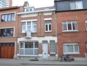 Centraal en zeer goed gelegen woning in het centrum van Leuven! De mooiste gevel van de straat. Klein beschrijf mogelijk! Deze woning kan enerzijds do