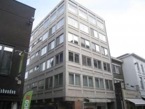 """Recent volledig gerenoveerd, centraal gelegen appartement met 1 slaapkamer op de tweede verdieping van Residentie """"De Coutereel"""". Het appartement best"""