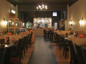 Zeer goed draaiend restaurant over te nemen, gelegen in de omgeving van het station. Het restaurant telt binnen 50 zitplaatsen en 30 op het terras. De