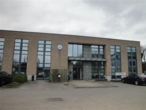 Mooie en volledig gerenoveerde kantoren van 715m², verdeeld over gelijkvloer en 1ste verdieping, te huur. De kantoren zijn gelegen in Mechelen-No