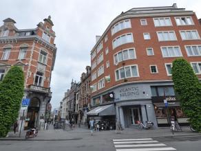 Dit ruime appartement is uniek gelegen in het schitterende oude stadscentrum van Leuven. Op de hoek van de Bondgenotenlaan en de L.Vanderkelenstraat b