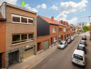 Deze charmante bel-étage met 3 slaapkamers en tuin is gelegen in een kindvriendelijke buurt, alsook op wandelafstand van het station (10 min) e