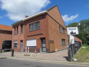 Instapklare woning met 141 m² bewoonbare oppervlakte, terras en achterliggende tuin, gelegen nabijn het centrum van Haacht. De woning bestaat uit