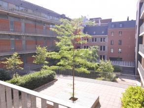 Dit recent gebouwd, energiezuinig appartement is gelegen in het centrum van Leuven. Deze centrale ligging, gekoppeld aan het uiterst unieke concept zo