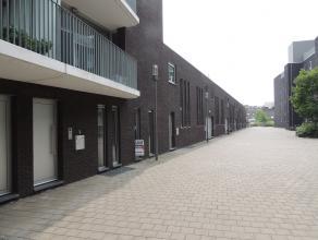 Dit onderhoudsvriendelijk, instapklaar ruim gelijkvloers-appartement heeft 2 slaapkamers - terras - garage.(staanplaats)<br /> Indeling: inkomhal met