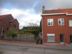 Gezellige woning (HOB) met zijdelingse tuin, grondoppervlakte 02a71ca, bestaande uit een ruime living, keuken, apart toilet, 2 ruime slaapkamers waarv