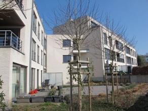 HEVERLEE-- Zeer lichtrijk en energiezuinig (E-peil 92) gelijkvloers appartement (95m² groot) met een zuid gerichte private tuin van +/- 130m&sup2
