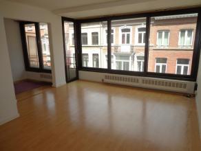 Een mooi éénslaapkamer appartement (60m²) met een klein terras gelegen in het centrum van Leuven op 100m van de Bondgenotenlaan en