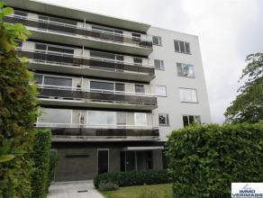 Zeer ruim, gerenoveerd 2-slaapkamer hoekappartement met een ideale ligging. Het appartement is gelegen op een boogscheut van Leuven, verschillende sup
