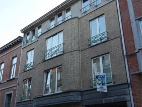 Aangename, gemeubelde studentenstudio te koop in het centrum van Leuven. Uitmuntende locatie, vlakbij aula's in het centrum, bushaltes (rechtstreekse
