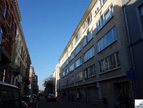 Mooi dakappartement met 1 slaapkamer en zicht over de skyline van Leuven. Uitzonderlijk goede ligging, vlakbij het centrum van Leuven (winkelstraten,