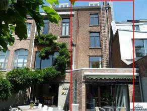 Gelegen op een boogscheut van hartje Leuven vindt u dit herenhuis vergund als kantoorgebouw met studentenkamers. Deze woning beschikt over een netto b