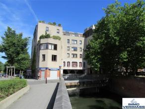 Naast het Groot Begijnhof en op een steenworp van hartje Leuven vindt u in residentie Dijlemolens dit uitzonderlijke loft appartement met een netto be