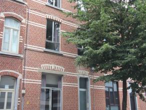 Opbrengsteigendom met 8 vergunde kamers ( groter dan 12 m² ) waarvan 2 studio's. Volledig gerenoveerd en verhuurd, ook voor academiejaar 2016-201
