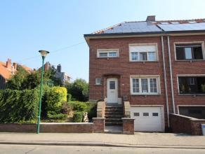 Gerenoveerde, half-open bebouwing met 4 slaapkamers, garage, tuin met veranda en zonnepanelen!<br /> De woning bestaat uit een inkomhal met ingemaakte